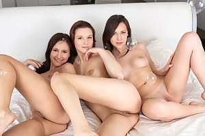 Free Lesbian Teen Humping Porn Pictures