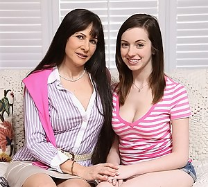 Free Mom and Girl Porn Pictures